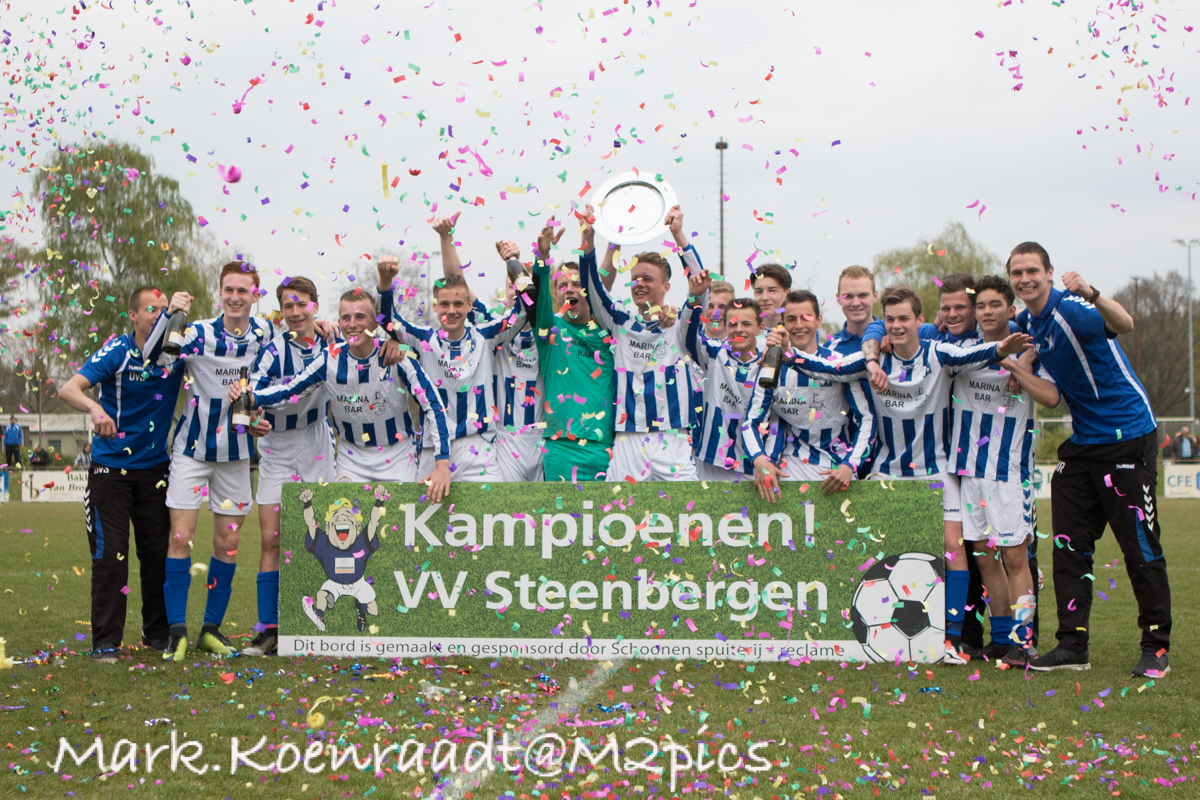 """Seizoen 2016/2017: V.V. """"Steenbergen"""" JO17-1 (kampioen 1e klasse 11)"""
