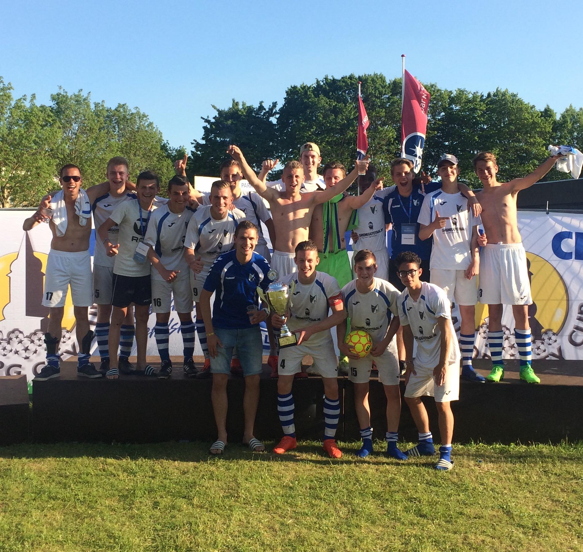 """Seizoen 2016/2017: V.V. """"Steenbergen"""" JO17-1 (winnaar Aalborg City Cup)"""