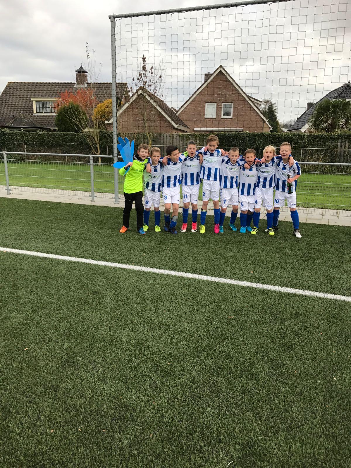 """Seizoen 2017/2018: V.V. """"Steenbergen"""" JO10-1 (kampioen najaar 2e klasse 01)"""