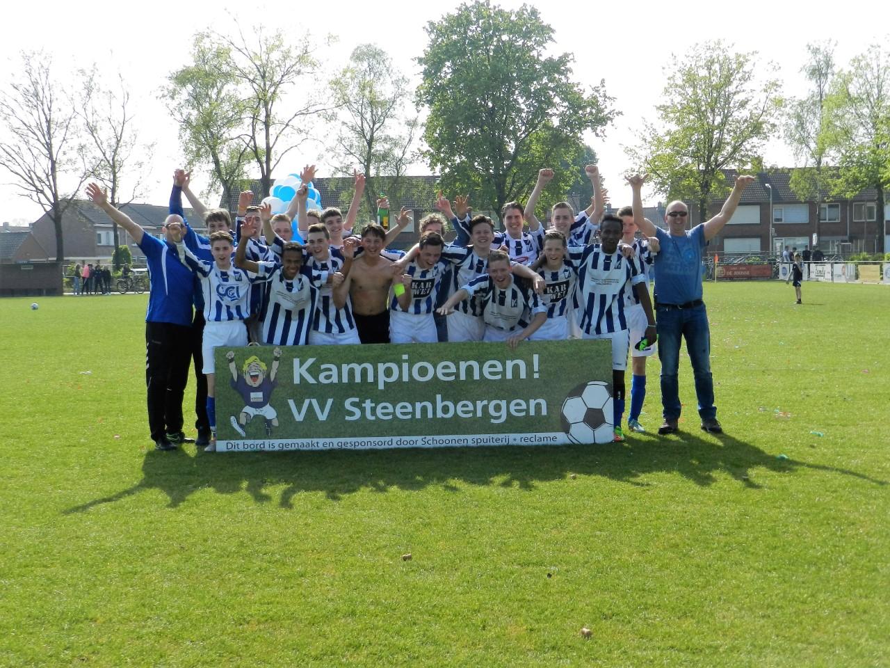 """Seizoen 2016/2017: V.V. """"Steenbergen"""" JO17-3 (kampioen voorjaar 5e klasse 01)"""
