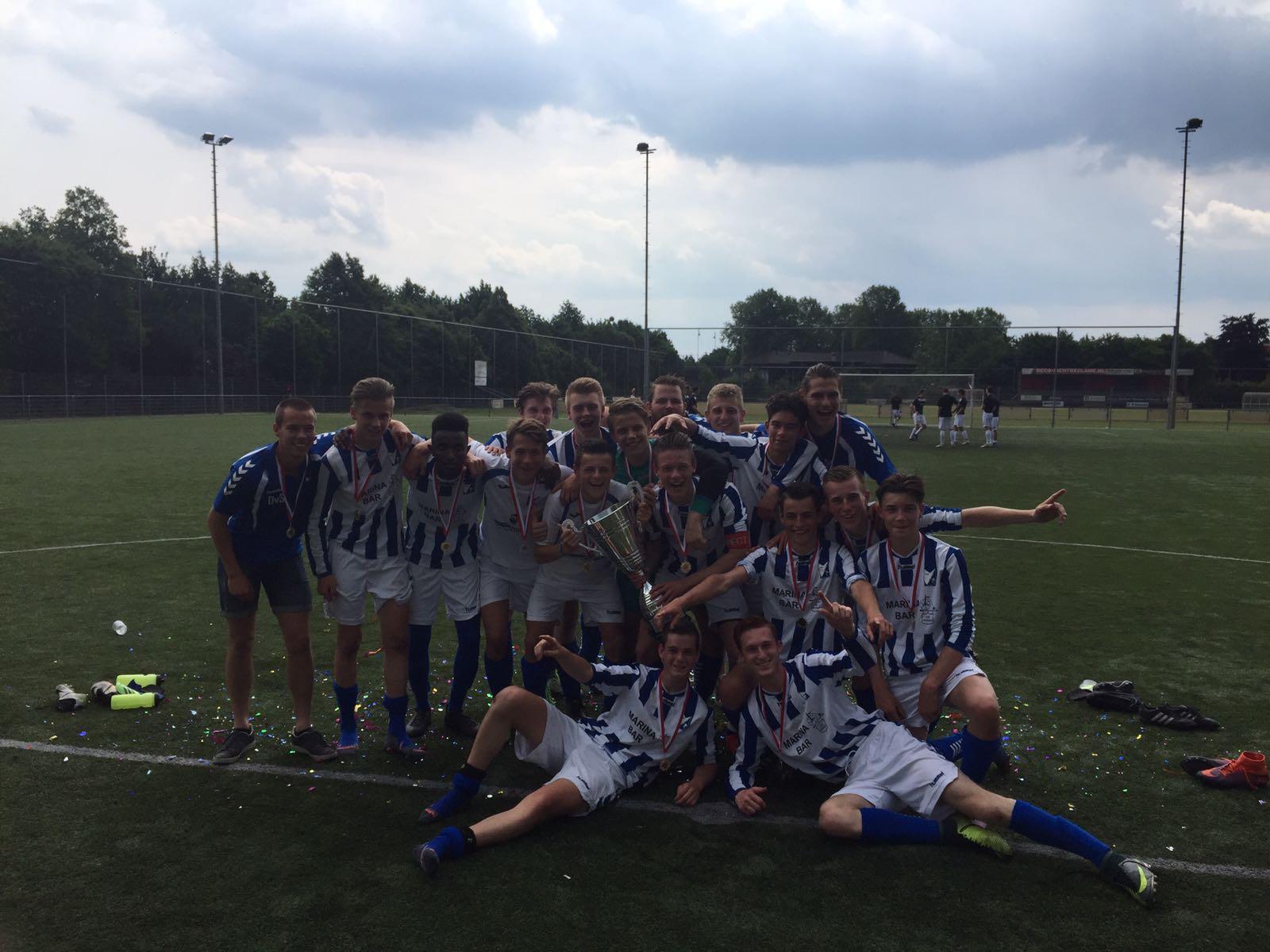 """Seizoen 2016/2017: V.V. """"Steenbergen"""" JO17-1 (winnaar Provincie Brabant Cup)"""