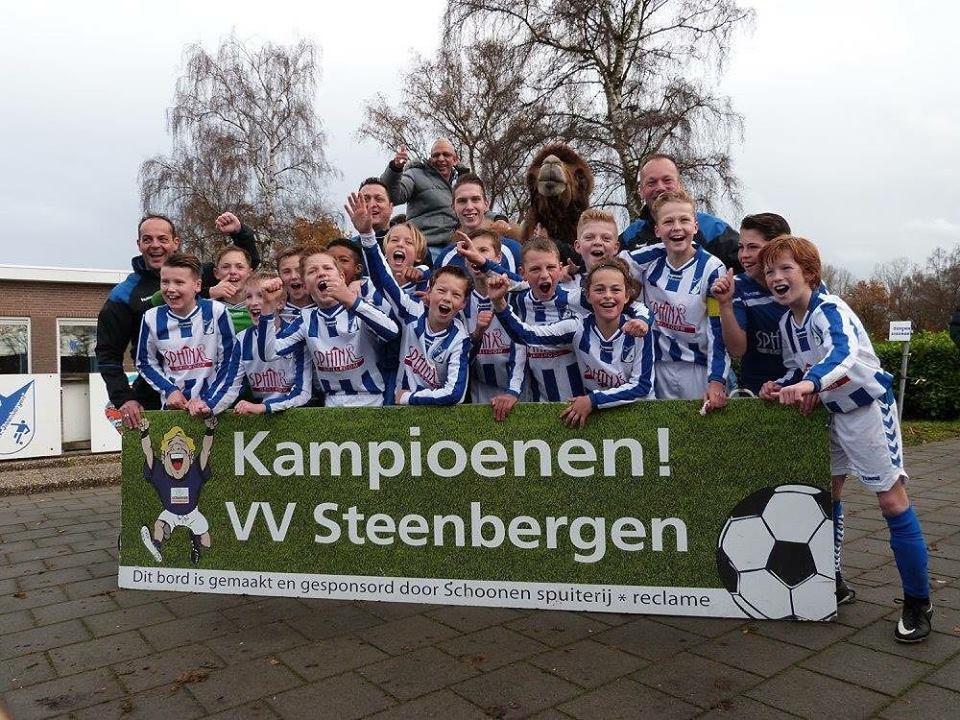 """Seizoen 2017/2018: V.V. """"Steenbergen"""" JO13-1 (kampioen najaar 2e klasse 2)"""