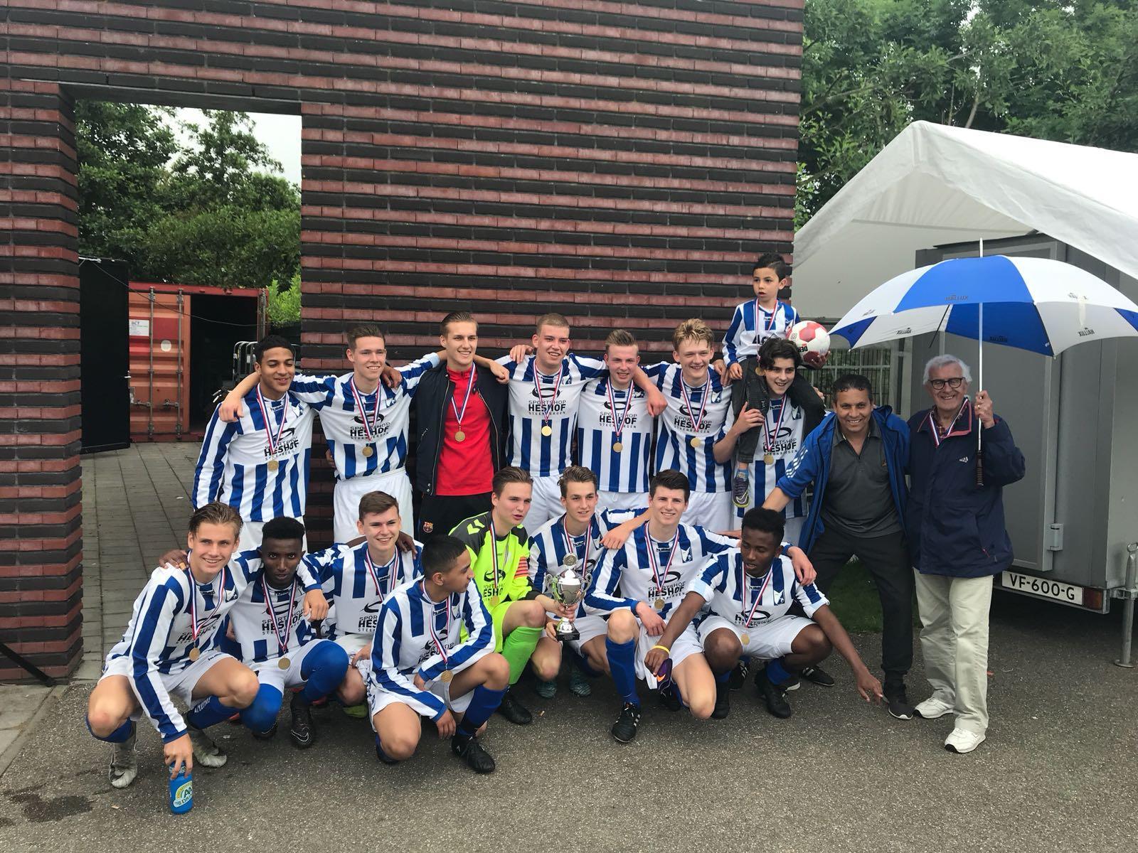 """Seizoen 2017/2018: V.V. """"Steenbergen"""" JO19-2 (winnaar districtsbeker)"""